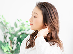 うなじは皮膚が薄くデリケートな部分であり、肌トラブルが起きやすいので注意が必要です